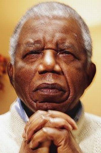 Chinua-Achebe-71