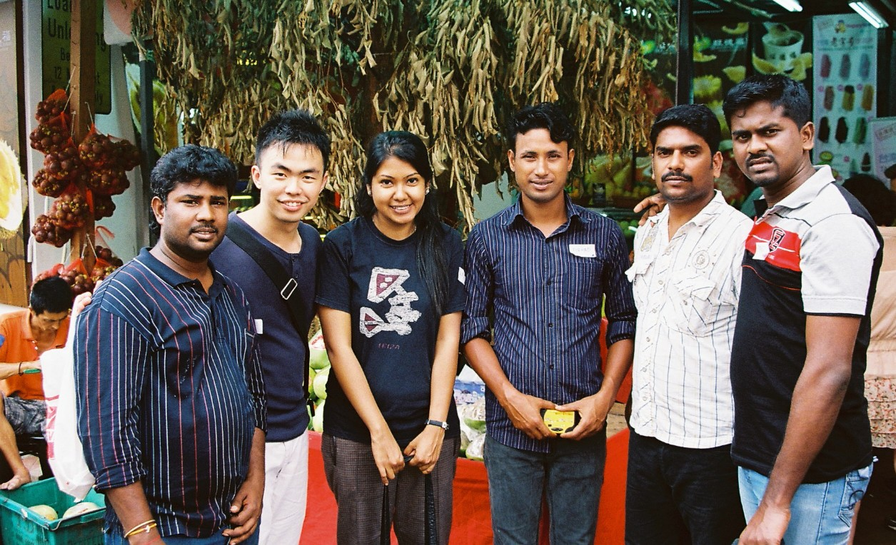 Wajiha Hamid (Third from left) with some Migrant Workers in Singapore.